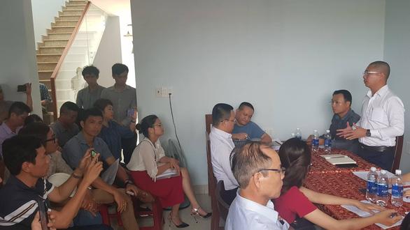 Rời Đà Nẵng, hàng trăm khách hàng đến Quảng Nam vây chủ đầu tư đòi sổ đỏ - Ảnh 1.