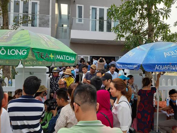 Rời Đà Nẵng, hàng trăm khách hàng đến Quảng Nam vây chủ đầu tư đòi sổ đỏ - Ảnh 4.