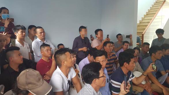 Rời Đà Nẵng, hàng trăm khách hàng đến Quảng Nam vây chủ đầu tư đòi sổ đỏ - Ảnh 2.