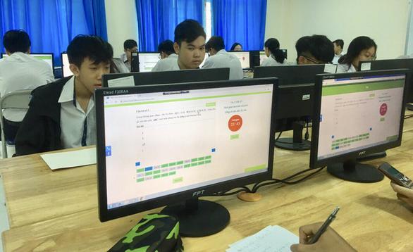 Học trò thích thú kiểm tra giữa kỳ bằng bài thi đánh giá năng lực - Ảnh 1.