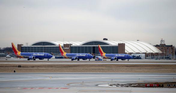 Boeing 737 MAX nằm đất ít nhất vài tuần để cập nhật phần mềm - Ảnh 1.