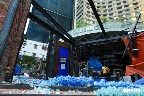 Cưỡng chế công trình nhà hàng, quầy bar không phép ngay trung tâm Đà Nẵng - Ảnh 2.