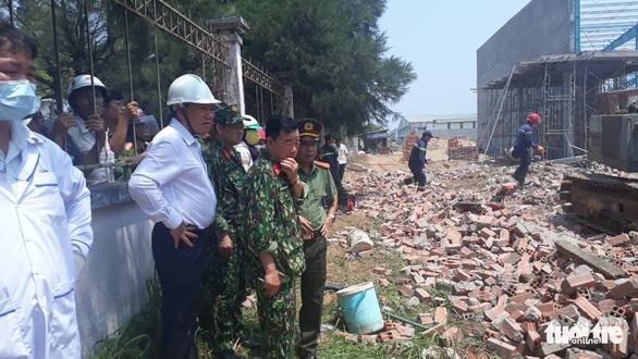 Sập bức tường hơn 300m2 đang xây, 6 công nhân thiệt mạng - Ảnh 2.