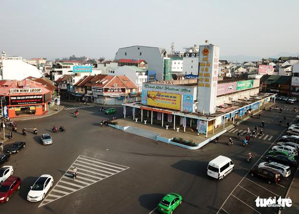 Trung tâm Đà Lạt: Sẽ dỡ bỏ rạp Hòa Bình, di dời dinh tỉnh trưởng - Ảnh 1.