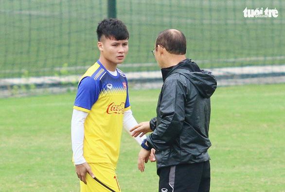 Quang Hải tập riêng, Đức Chinh tự tin có suất đá chính ở U-23 Việt Nam - Ảnh 1.