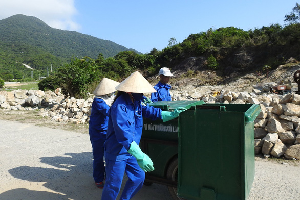 rac mien trung 16-3 (read-only) rác chất thành núi, lềnh bềnh đón khách trên nhiều đảo ngọc ở việt nam Rác chất thành núi, lềnh bềnh đón khách trên nhiều đảo ngọc ở Việt Nam rac mien trung 16 3 read only 15526621631501705381019