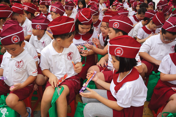 Dạy trẻ cách giữ gìn vệ sinh răng miệng: Cần sự đồng hành của phụ huynh - Ảnh 1.