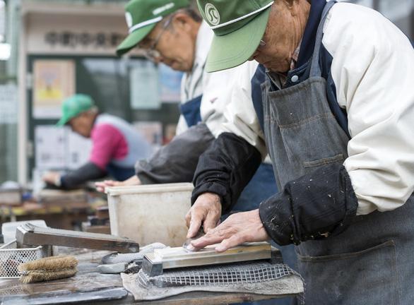 Thị trường lao động Nhật đang thiếu hụt lao động - Ảnh 1.