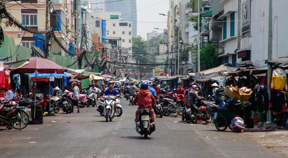 350 tiểu thương chợ Cô Giang mong có nơi mới để mưu sinh - Ảnh 2.