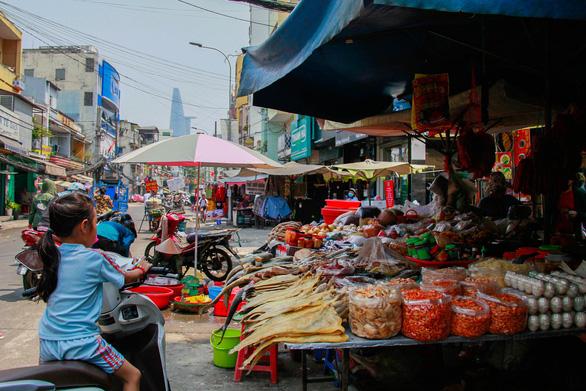 350 tiểu thương chợ Cô Giang mong có nơi mới để mưu sinh - Ảnh 7.