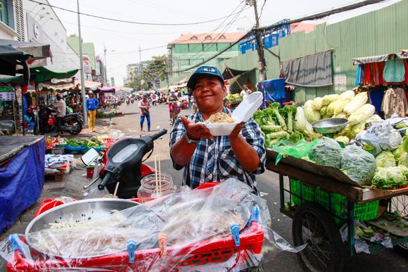 350 tiểu thương chợ Cô Giang mong có nơi mới để mưu sinh - Ảnh 11.