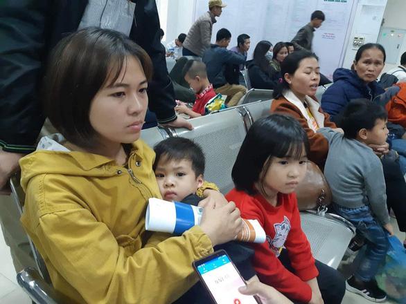 Hà Nội vỡ trận vì gần 1.000 gia đình Bắc Ninh đưa con đến xét nghiệm sán - Ảnh 1.