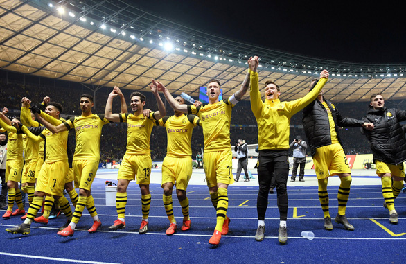 Dortmund vươn lên ngôi đầu sau trận thắng kịch tính Hertha Berlin - Ảnh 2.