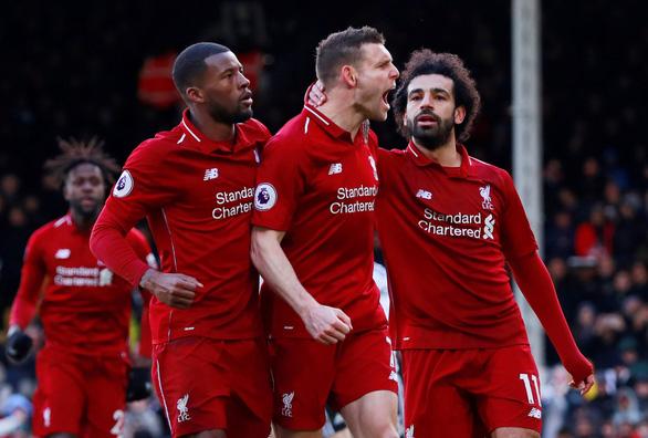Thắng nghẹt thở Fulham, Liverpool soán ngôi đầu bảng từ tay M.C - Ảnh 3.