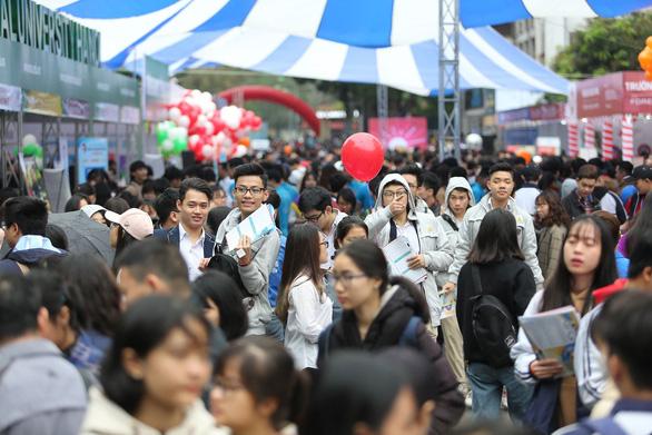 Hàng vạn học sinh dự Ngày hội tư vấn tuyển sinh quy mô nhất từ trước đến nay - Ảnh 3.