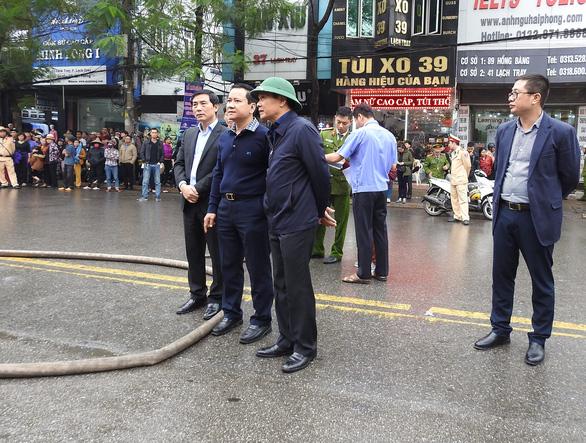 Cháy khách sạn giữa trung tâm Hải Phòng, ít nhất một người chết - Ảnh 2.