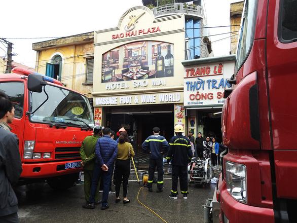 Cháy khách sạn giữa trung tâm Hải Phòng, ít nhất một người chết - Ảnh 3.