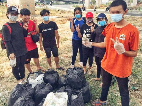 Trào lưu dọn rác lan rộng từ Nam chí Bắc - Ảnh 2.