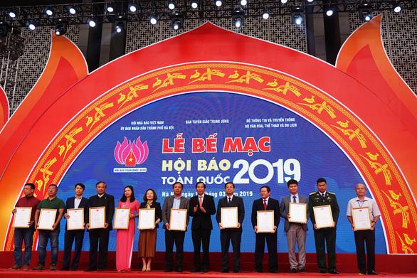 Báo Tuổi Trẻ đoạt giải bìa báo Tết đẹp tại Hội báo toàn quốc - Ảnh 1.