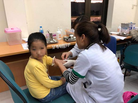 Bệnh viện giật mình với 209 ca HS Bắc Ninh nhiễm sán lợn - Ảnh 1.