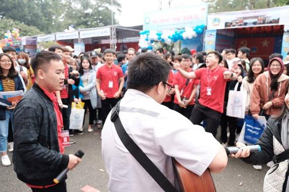 Học sinh thủ đô đội mưa đi nghe tư vấn - Ảnh 5.