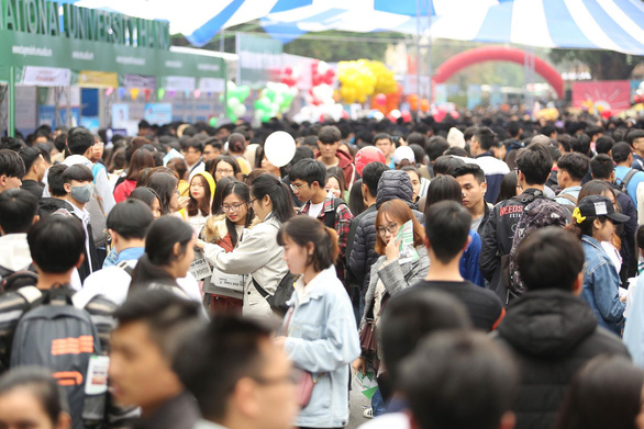 Nhiều em học sinh tham gia ngày hội tư vấn hướng nghiệp tại Tập đoàn Anh Vinh