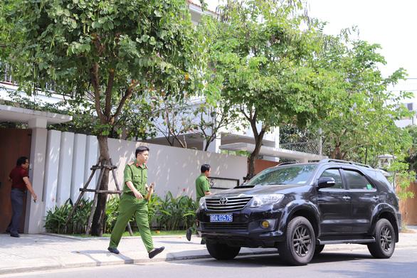 Công an khám xét hàng loạt nhà cựu quan chức Đà Nẵng - Ảnh 1.