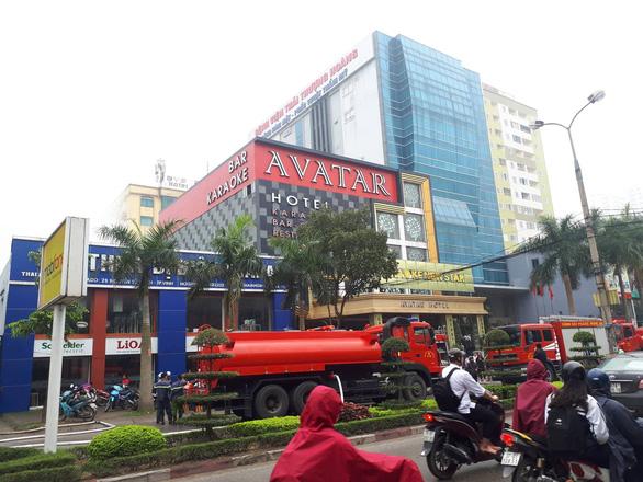 Cháy khách sạn 8 tầng ngay sát bệnh viện, 1 người chết - Ảnh 5.