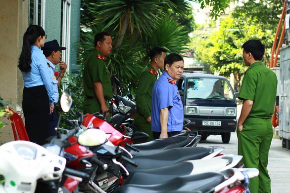 Công an khám xét hàng loạt nhà cựu quan chức Đà Nẵng - Ảnh 3.