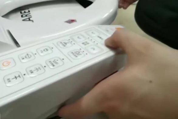 Cảnh báo dùng bệ xí thông minh Trung Quốc có thể bị điện giật - Ảnh 1.