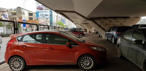 Bộ Giao thông vận tải: Không được lấy gầm cầu làm bãi đỗ xe, trông giữ xe - Ảnh 1.