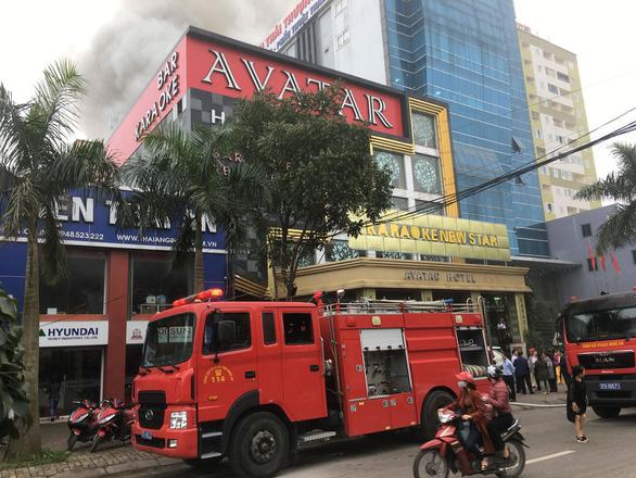 Cháy khách sạn 8 tầng ngay sát bệnh viện, 1 người chết - Ảnh 8.