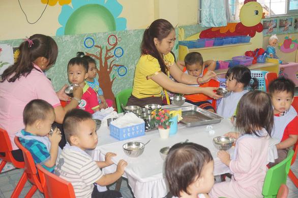 TP.HCM, Hà Nội giám sát chặt bếp ăn trường học - Ảnh 1.