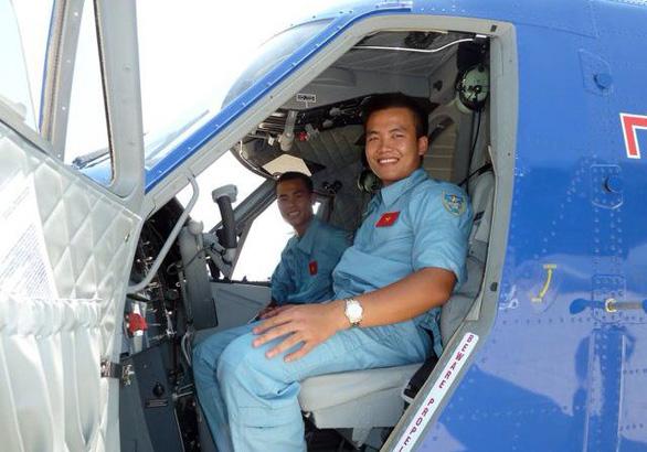 Phi công đầu tiên lái thủy phi cơ DHC-6 về Việt Nam - Ảnh 1.