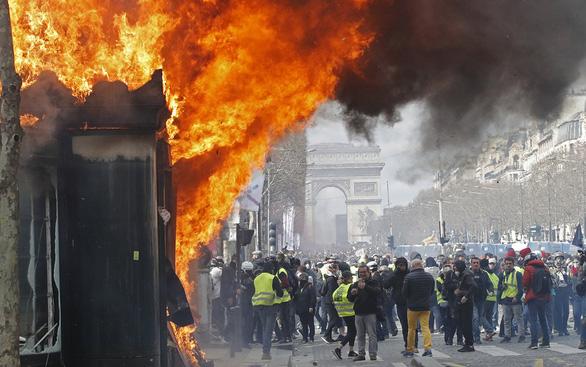 Paris lại ngập trong bạo loạn - Ảnh 1.