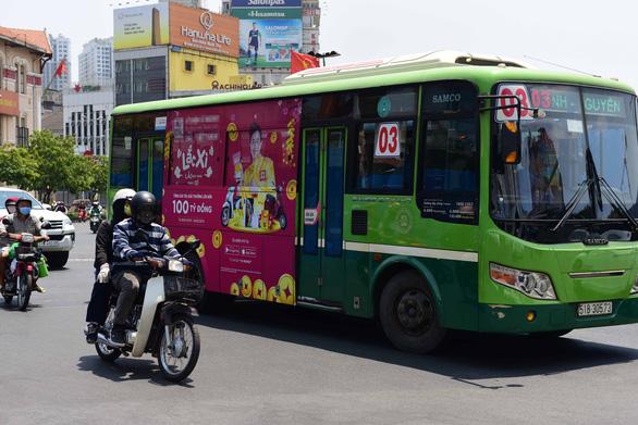 TP.HCM quảng cáo trên xe buýt: kiếm tiền tỉ còn... ì ạch - Ảnh 1.