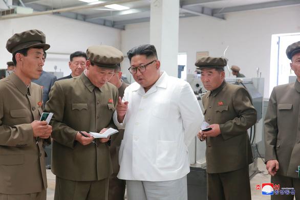 Lo cấm vận, báo Triều Tiên kêu gọi trồng cấy tốt hơn để có lương thực - Ảnh 1.