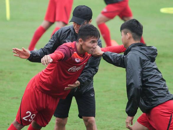 HLV Park Hang Seo loại thêm 5 cầu thủ đội U-23 Việt Nam - Ảnh 1.