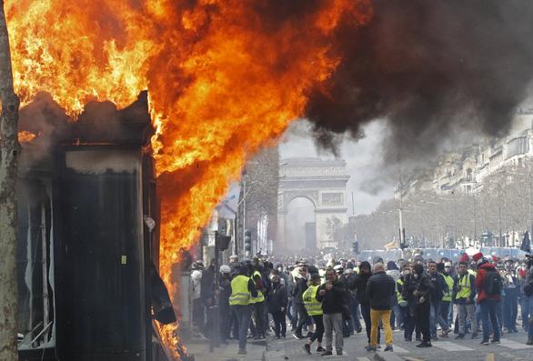 Quân đội Pháp cho phép bắn người biểu tình gây nguy hiểm  - Ảnh 2.
