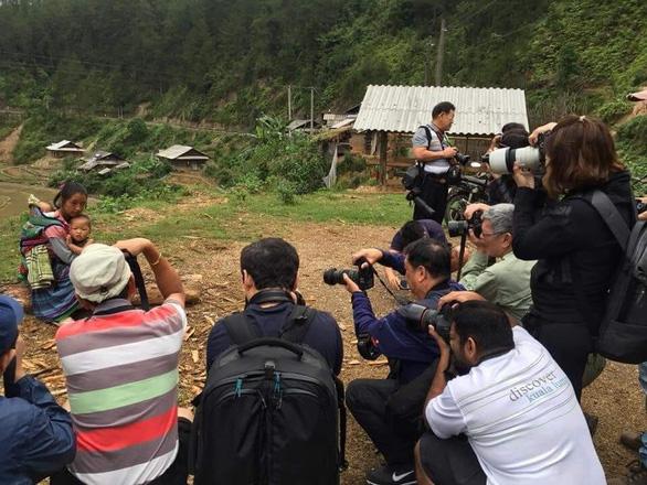 Giới nhiếp ảnh Việt: Ảnh mẹ con người Mông nhận giải 3 tỉ là ảnh sắp đặt - Ảnh 2.