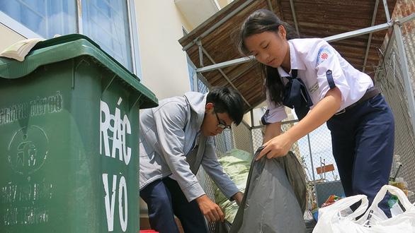 Ngôi trường cả thầy lẫn trò không xài ly nhựa, hộp xốp, túi nilông - Ảnh 1.