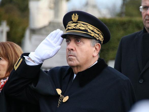 Cảnh sát trưởng Paris bị sa thải vì biểu tình Áo vàng trở thành bạo động - Ảnh 1.