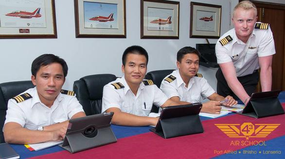 Phi công đầu tiên lái thủy phi cơ DHC-6 về Việt Nam - Ảnh 3.