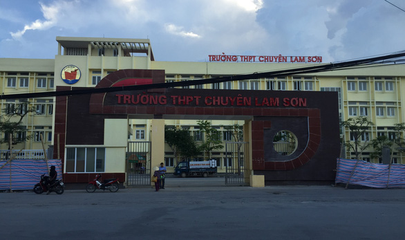 Hiệu trưởng Trường chuyên Lam Sơn không đứng lớp vẫn hưởng phụ cấp - Ảnh 1.