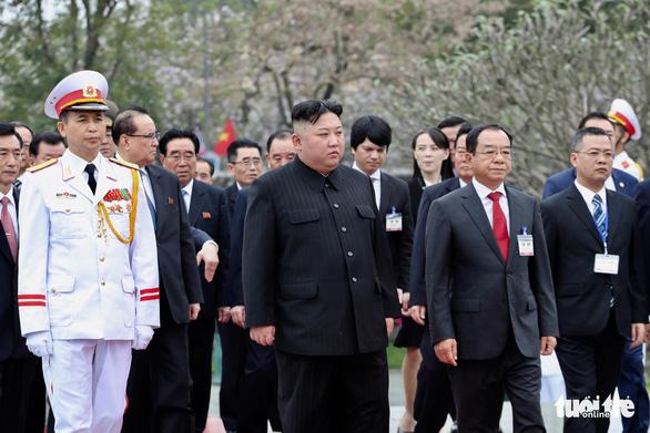 Chủ tịch Kim Jong Un viếng Chủ tịch Hồ Chí Minh trước khi về nước - Ảnh 7.