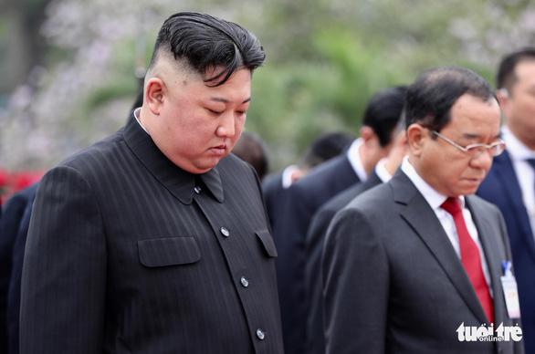 Chủ tịch Kim Jong Un viếng Chủ tịch Hồ Chí Minh trước khi về nước - Ảnh 6.