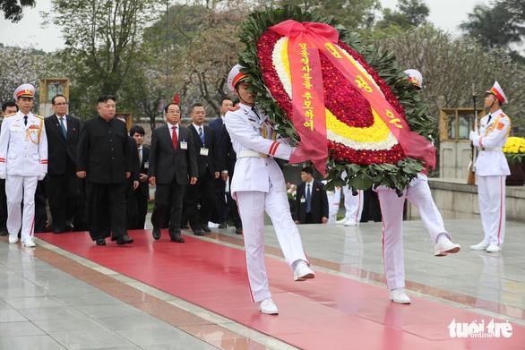 Chủ tịch Kim Jong Un viếng Chủ tịch Hồ Chí Minh trước khi về nước - Ảnh 5.