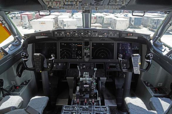 Một Boeing 737 MAX 8 thoát nạn thảm khốc nhờ phi công tình cờ đi ké - Ảnh 1.