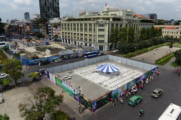 Đài phun nước nghệ thuật sẽ được xây lại trên phố đi bộ Nguyễn Huệ - Ảnh 2.
