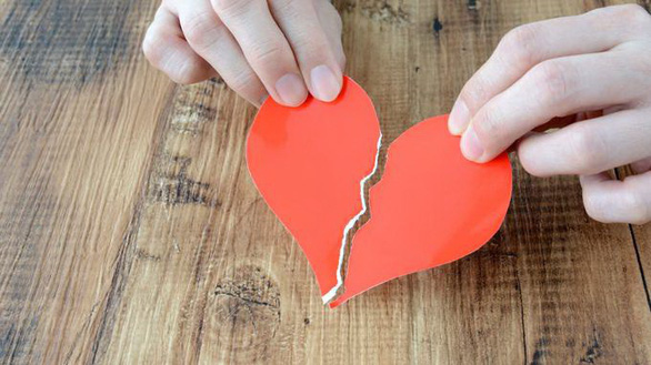 Hội chứng trái tim tan vỡ là do đâu? - Ảnh 1.